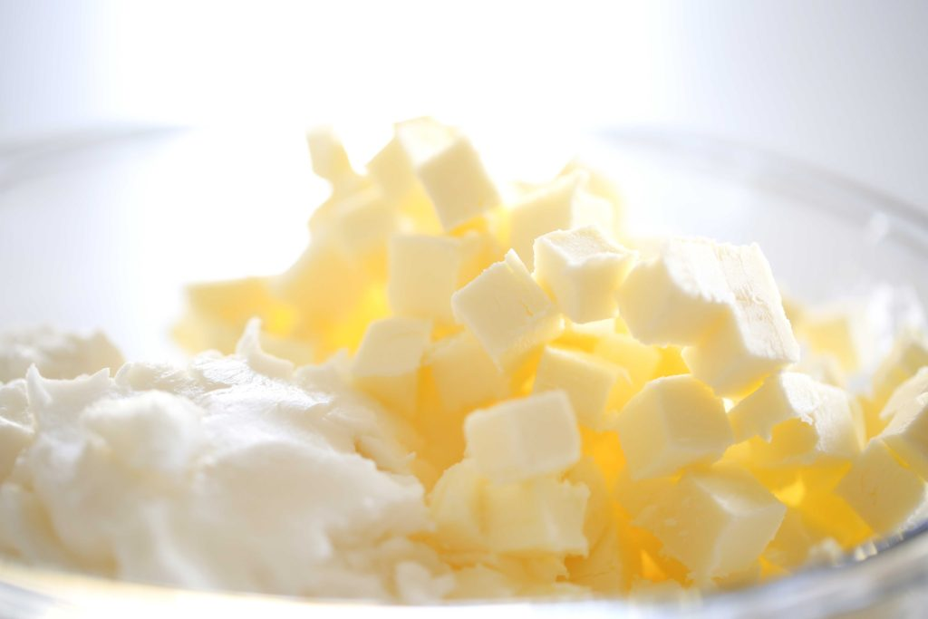 Combine 1/2 cup cold butter, cut into 1 centimeter cubes 1/3 cup shortening 1/3 cup lard (may substitute shortening)