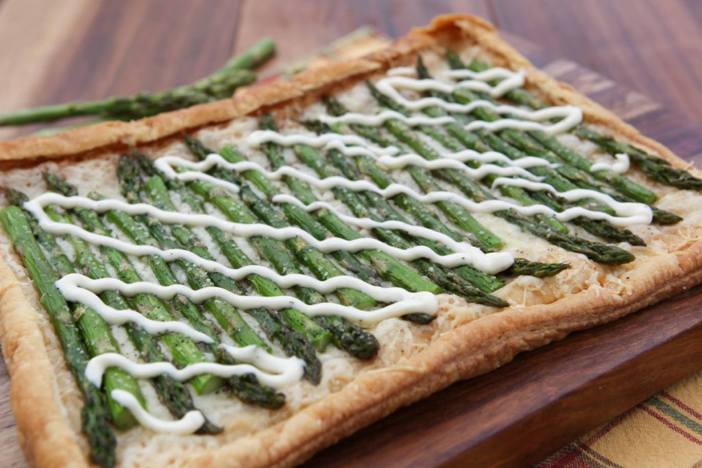 Drizzle sauce over warm tart, and serve immediately.