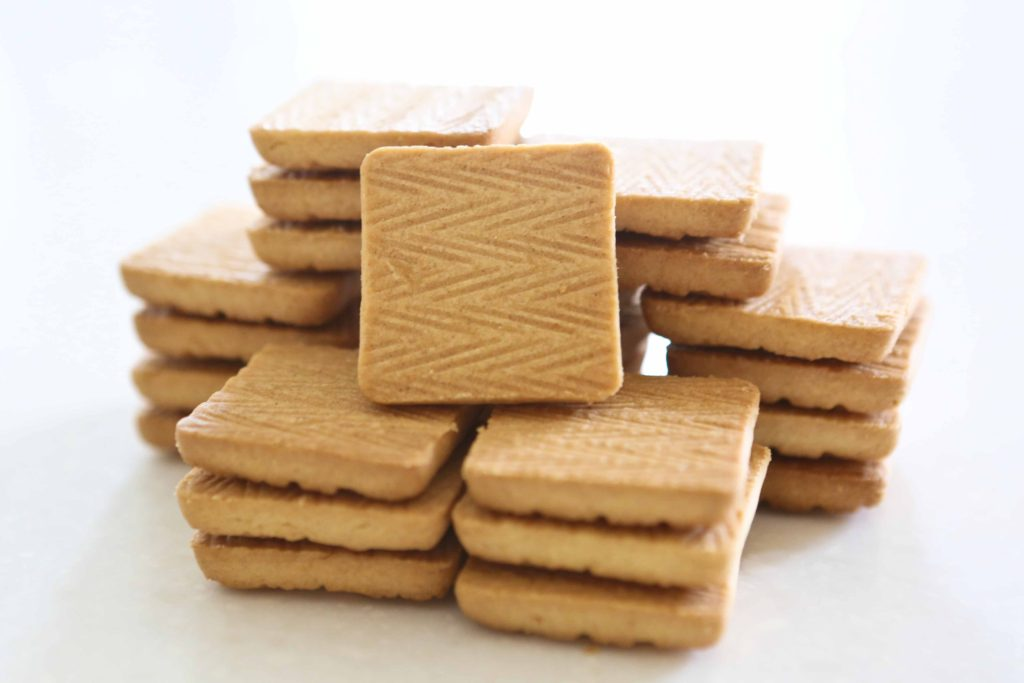 Start with 32 (1.5 x 1.5 inch) shortbread cookies.